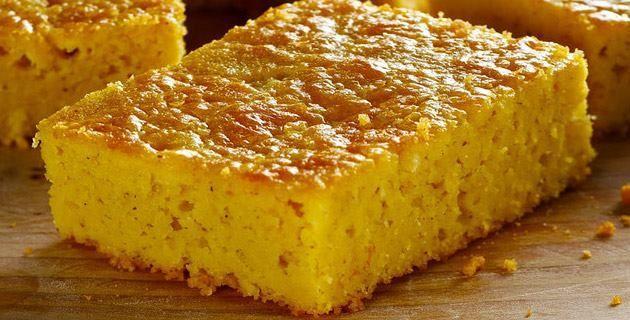 Exquisito pan de elote con queso crema.