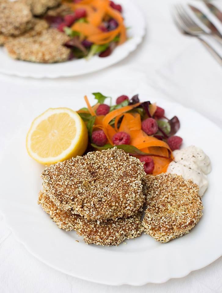 Vegane Ernährung leicht gemacht! Probiere diese super leckeren Blumenkohl Schnitzel aus und überzeuge dich selbst! Rezept auf Healthy On Green.