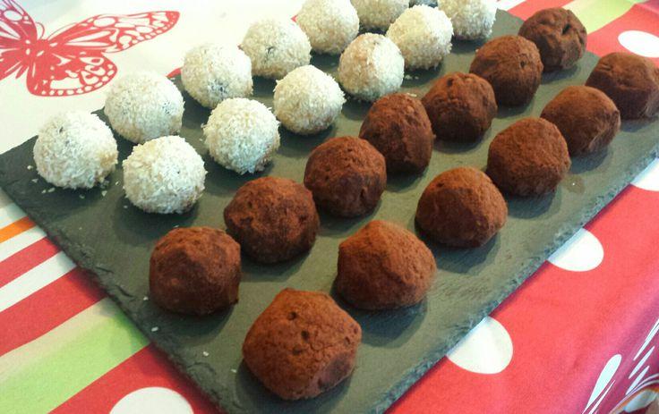 Tartufini al mascarpone e savoiardi aromatizzati al cocco e gocce di cioccolato e al caffè e crema rocher