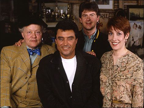Lovejoy. The TV series ran from 1986 to 1994. The original cast, from left to right: Dudley Sutton (Tinker), Ian McShane (Lovejoy), Chris Jury (Eric Catchpole) and Phyllis Logan (Lady Jane Felsham).