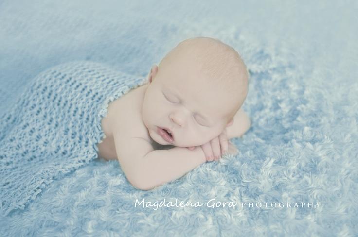 Newborn photo session with 8 days new baby boy.