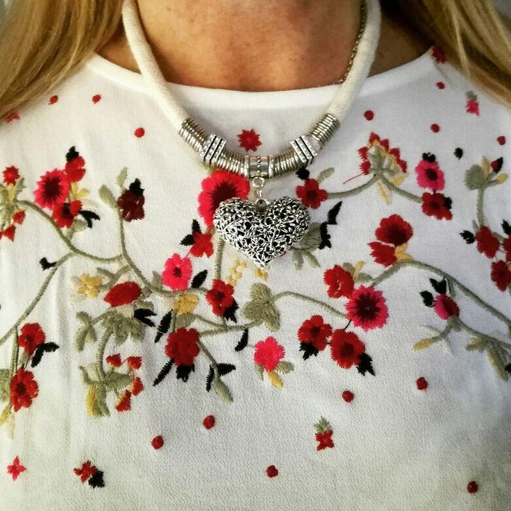 Linda semanita para tod@s!  Llena de amor  y colores✨ ✨ #collar  CUORE  con super dije y cordón de hilo natural  Un   #collection  mira nuestra #nueva #coleccion que es lo más!  #premium #boho #style #bohochic #chic #indian #verano #playa #sea #costa #carilo #beach #ss18 #angelesdecristalaccesorios #musthave #tendencia #necklaces #mujeresemprendedoras #emprendedores #instablogger #fashion #buenosaires #villaurquiza