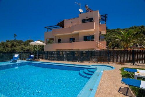 Cozy pool in Almyrida villa