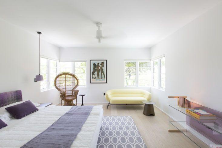 Гостевая спальня с несколько игривой атмосферой в стиле арт-деко. Фото: Макс Замбелли .