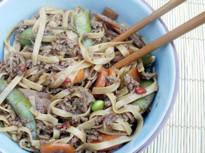 Wok med hakket oksekød og grøntsager