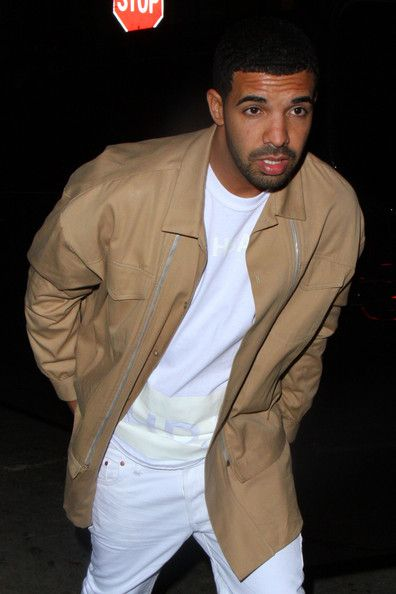 Drake arriving Chateau Marmont with his friends in West Hollywood. - Drake Arrives at the Chateau Marmont 2