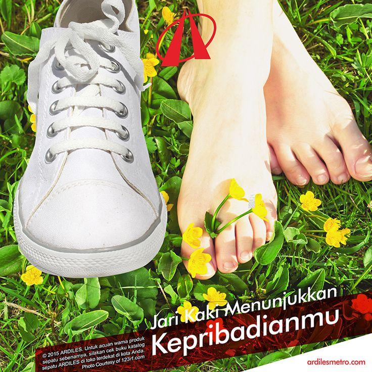 Apapun bentuk jari kakimu tidak masalah yang penting sepatu yang kamu pakai nyaman di kakimu. Untuk itu jangan lupa menambah koleksi sneakers Ardilesmu di www.ardilesmetro.com. Selamat berbelanja!
