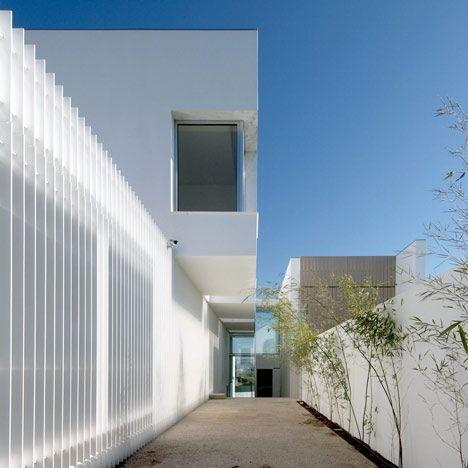 House+in+Paço+de+Arcos+by+Jorge+Mealha+Arquitecto
