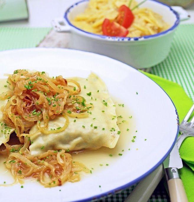 Maultaschen mit geschmelzten Zwiebeln und Kartoffelsalat  http://www.stuttgartcooking.de/2013/11/maultaschen-mit-geschmelzten-zwiebeln.html