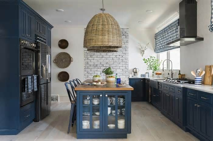 Bold cabinets take the cake in kitchen Conventional wisdom says to use neutral colors or simple wood stains for anything as permanent as kitchen cabinets. Homeowners craving a burst of color generally have been advised to bring it in through easily changeable items such as curtains or seat ...