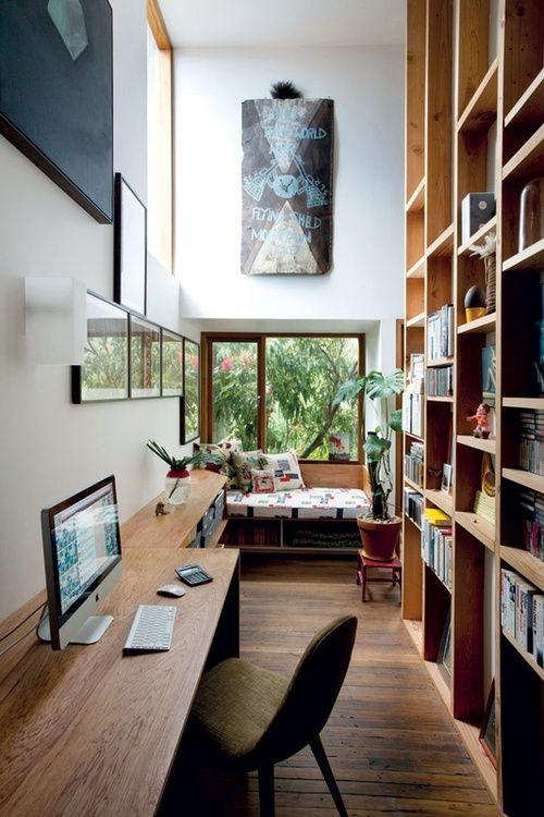 書斎はこんなオープンな感じがいい。天井までの本棚は憧れだな。