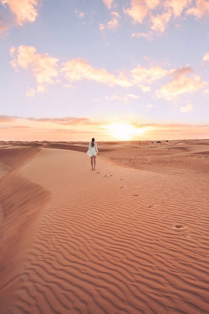 Sunset in the desert I Dubai http://www.ohhcouture.com/2017/03/monday-update-47/ #leoniehanne #ohhcouture