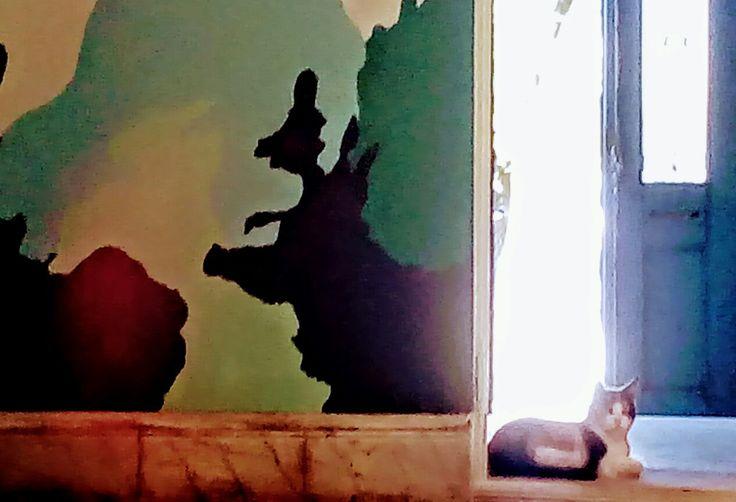 El taller de Arte Gozo en San Francisco, Córdoba, Argentina; tiene como característica principal la renovación de sus paredes y conservación de un estilo parisino de los años 1900 importados a nuestro país. Paredes y techos con molduras, pintadas simulando mármol, puertas de madera con nervaduras, rejas de herrería coloniales, suelos de madera de pinotea y sectores comunes en venecita (mosaicos pequeños con motivos especiales).