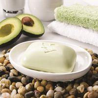 Forever Avocado Face & Body Soap (artnr 284) Geniet van de reinigende en hydraterende eigenschappen van 100% pure avocado boter in de verjongende Avocado Face & Body Soap. Ideaal voor alle huidtypes. Avocado is een rijke bron van vitaminen.