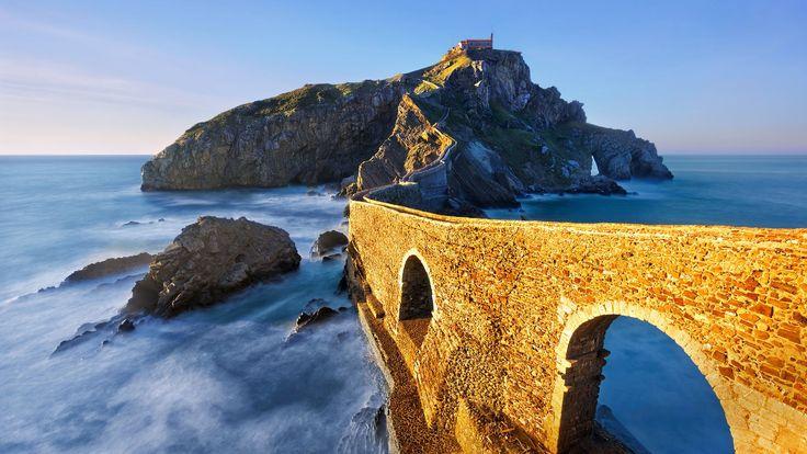 Скачать обои мост, Сан-Хуан-де-Гастелугаче, Бермео, остров, Испания, арка, Страна Басков, море, скалы, раздел пейзажи в разрешении 1920x1080