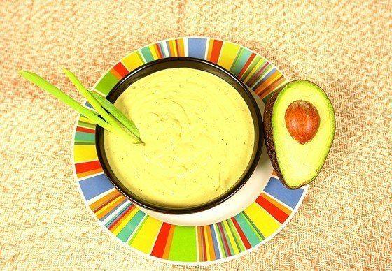 Холодный суп из авокадо    Ингредиенты:   авокадо 2 штуки  помидоры 1 штука  кинза 1 столовая ложка  огурцы 1 штука  вода по вкусу  цукини 1 штука  зеленый лук 2 пучка  свежие зерна кукурузы ½ стакана    Рецепт:  1. В блендере смешайте 1 авокадо, огурец, помидор и кинзу. Взбивайте, добавляя воду, до консистенции легкого супа.  2. Переложите в миску.  3. Порежьте второе авокадо на небольшие кубики и положите в суп вместе с цукини, луком и кукурузой.    #чистоепитание #адекватноепитание…