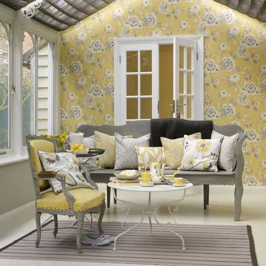Gelbe Tapete Wei? Streichen : Yellow and Gray Living Room Decor