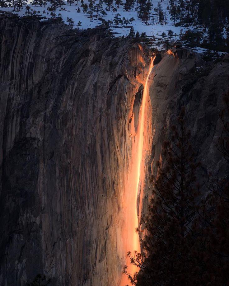 Der Horsetail Fall im Yosemite Nationalpark zeigt …