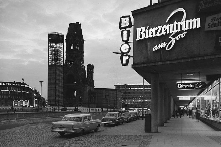 Berlin | Architektur. Gedächntiskirche und bikini haus, berlin, 1961 @ verkehrskanzel