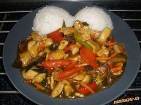 Kuřecí se zeleninou a omáčkou( jako z čínské restaurace): 500g kuřecí prsní řízek,2 lžičky kari,1 lžička solamyl,červená paprika ,mrkev,čínské zelí 3-4 listy tvrdší část,porek,popřípadě žampiony. Omáčka:1 lžíce ocet,200 ml studená vody,2 lžíce sójová omáčka,2 lžičky cukr krupice,2 lžičky solamyl - popřípadě dochutíme: pepř, sůl (do omáčky můžem přidat i ústřicovou omáčku 1 lžíci, dodá tomu výraznější chuť kdo nemá nemusí)