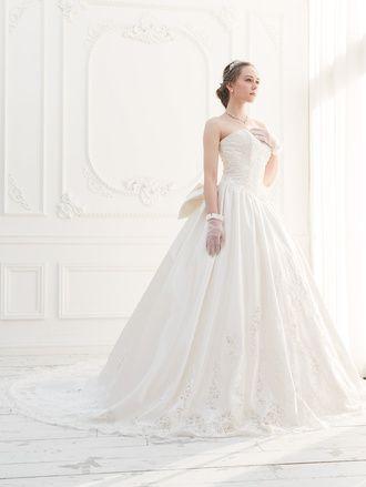 ロングトレーンのカットレースが正統派花嫁に♪ ♡クラシカルな花嫁衣装ウェディングドレスまとめ参考一覧♡