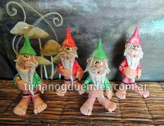 Simpáticos gnomos realizados en porcelana fría.  www.tirnanogduendes.com.ar