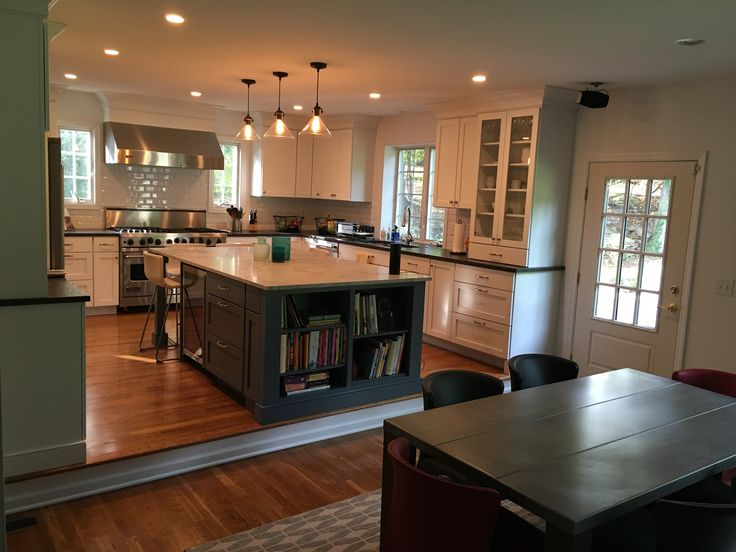 White shaker kitchen, dark gray island, full overlay, step down family room, bookcase in island