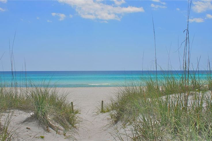 Apartament w Panama City Beach, Stany Zjednoczone. Welcome to a relaxing beach getaway at this cozy condo with all the conveniences and comforts of home. Beautifully decorated and located on the quiet west end across the street from the world's most beautifully beaches.  Enjoy a relaxing getaway o...