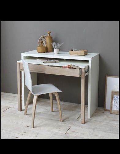 Quand on manque de place pour disposer d'un vrai espace dédié au travail, on mise sur un bureau astucieux. Pliable, coulissant, nomade ou vertical, … on a...