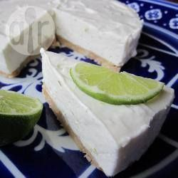Kwarktaart met limoen - coconut lime 'cheese cake' made with grimace frais instead of cream cheese. Fresher and lighter.