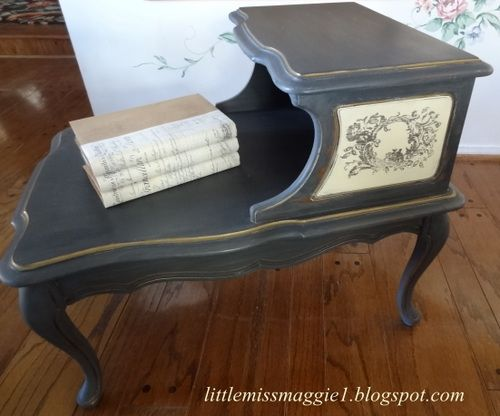 love this painted table...especially the design on the sides  I wish i had done this on the seahorse table