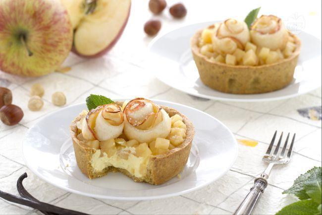 Le crostatine con composta di mele sono un dessert al cucchiaio, raffinato e goloso, da preparare in occasione della festa della mamma!
