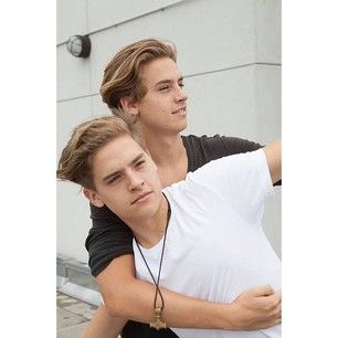 "And while Dylan & Cole Sprouse have grown the hell up: | A Mini ""Suite Life Of Zack & Cody"" Reunion Happened And It'll Melt Your..."