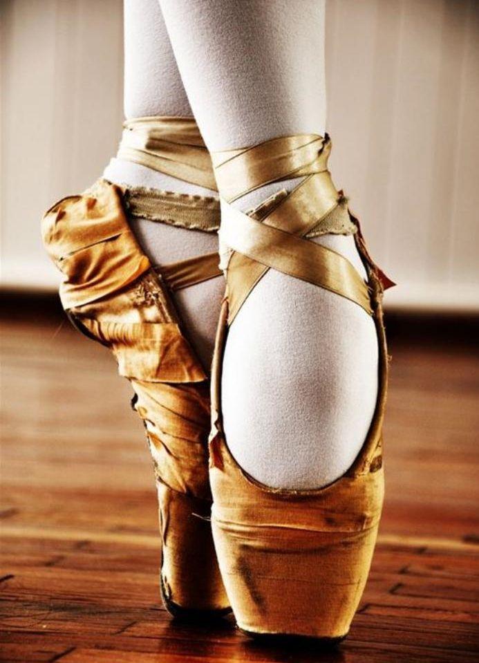 pointes de danse classique, pointes oranges avec des lacets                                                                                                                                                                                 Plus