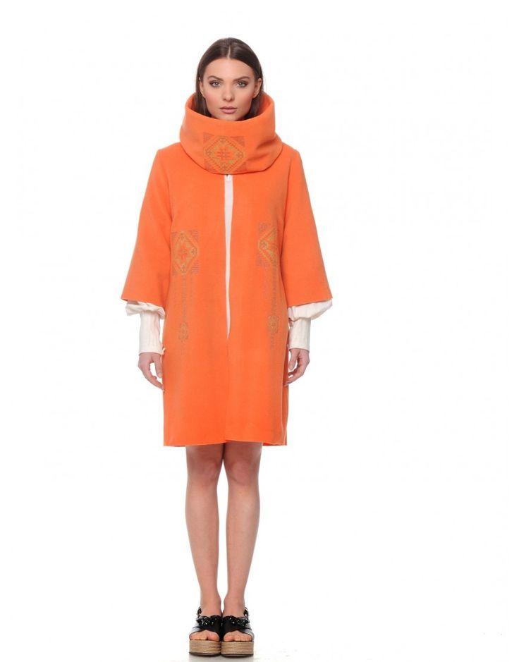 Mantou portocaliu din lana cu guler detasabil