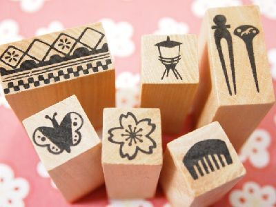 """This is really beautiful stamps in furoshiki cloth. These are called """"gion"""" which means Entertainment District (geisha - maiko). There are Japanese women traditional items like """"kanzashi"""" - long ornamental hairpin, comb, cherry blossoms, butterfly brooch and etc. It is made by wood.  Stamps - 1.5×1.5×H 4.7cm or 0.59 inch x 0.59 inch x H 1.85 inch  Box - 7.9×4.9×H 5.5cm or 3.11 inch x 1.93 inch x H 2.17 inch  This is perfect for letters, scrapbooking, making cards or any project you can think…"""