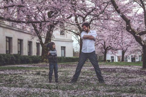 «Με το παιδί μου είμαστε φιλαράκια»: η αλήθεια, οι παγίδες και οι κίνδυνοι που κρύβει αυτή η στάση
