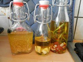 Uit mijn keukentje: Kruidenolie zelf maken (knoflook eerst drogen in oven, anders bacteriën)