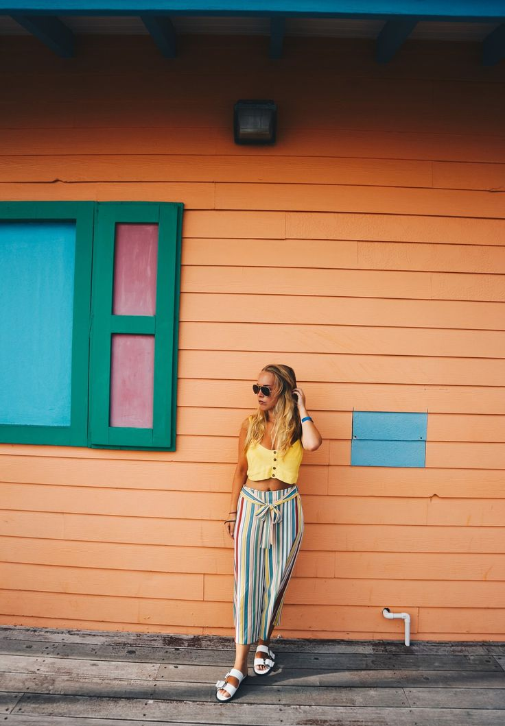 Color blocking outfit while in Saint Martin/ Sint Maarten, Caribbean Island.  Saint Martin / Sint Maarten / The Caribbean Islands / Caribbean Sea / Summer Outfit 2017 / OOTD summer casual / OOTD Magazine / Stripes Outfit / Colorful outfit summer / Colorful outfit beach / Ray Ban Sunglasses / Street Style Femal / Street Chic