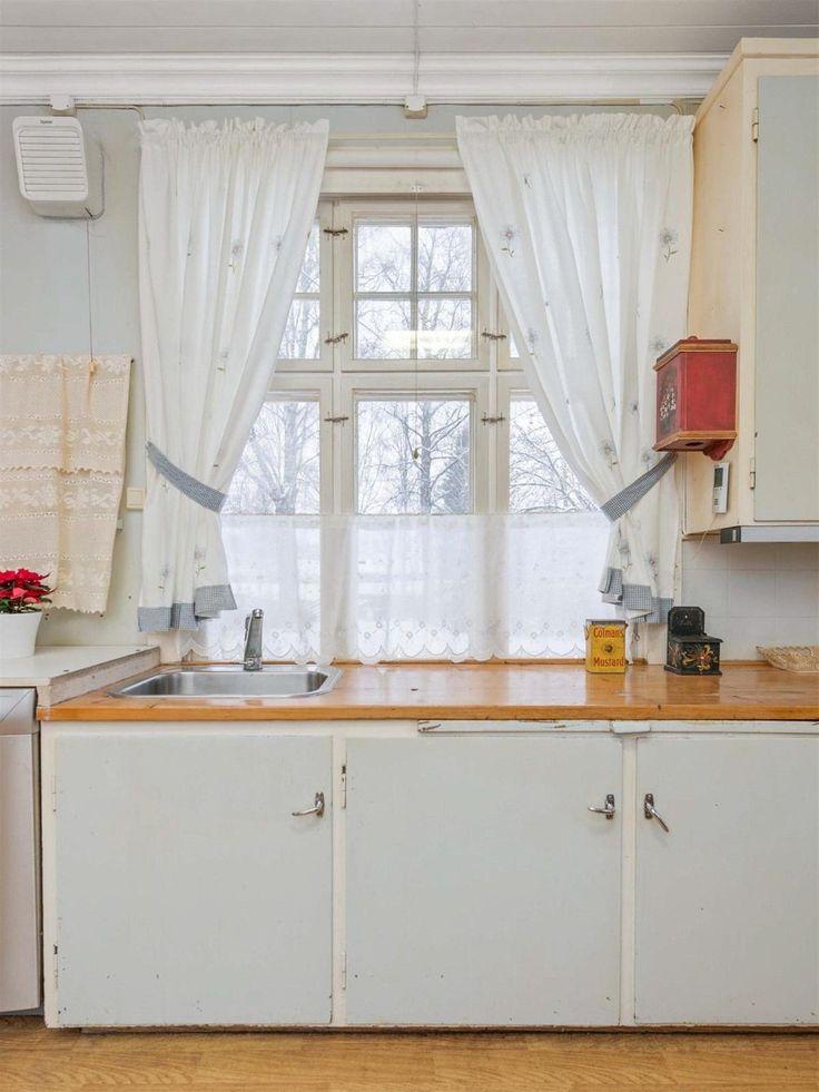 (3) FINN – LENA/Solbakken - Særegen og gjennomført 1920-tallsvilla med oppussingsbehov. 3,5 mål tomt, stort utviklingspotensial og sentral beliggenhet.