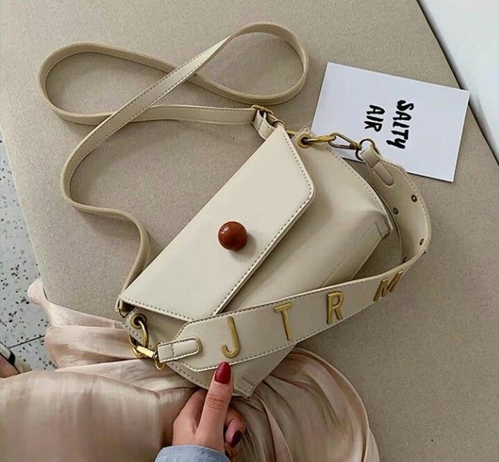 Pin By 𝚘𝚜𝚑𝚢 On شنط In 2021 Bags Coach Dinky Crossbody Instagram Posts
