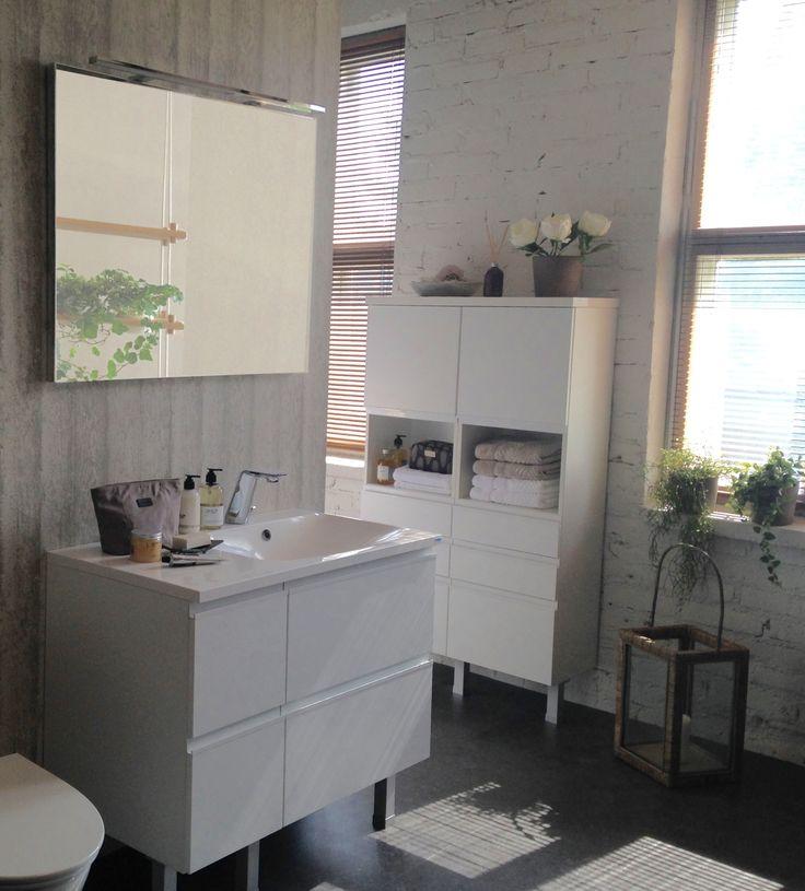 Topi-Keittiöt kylpyhuone ovella Kosketus valkoinen listavetimeä