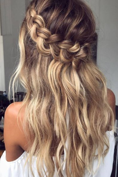 Obsessed with these perfect beachy waves and braid crown on @emmachenartistry - similar tutorial