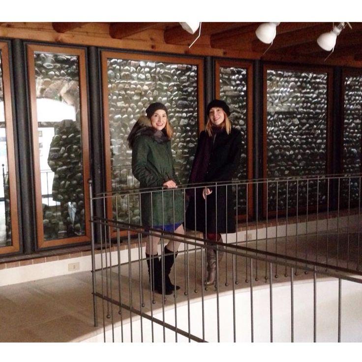 Immaginate una storica galleria d'arte di Montebelluna, 300 mq di superficie, 2 piani e una piazzetta privata.  Ora pensate a noi : due sorelle, un concept store di gioielli, abiti e accessori di brands internazionali ed emergenti, aggiungete la passione per i viaggi e la ricerca continua di ciò che è bello e raffinato. Siete pronti per conoscere il nostro nuovo progetto?  L'ACCESSORIO MONTEBELLUNA cambia location e quale posto migliore per noi di un' elegante galleria d'arte?