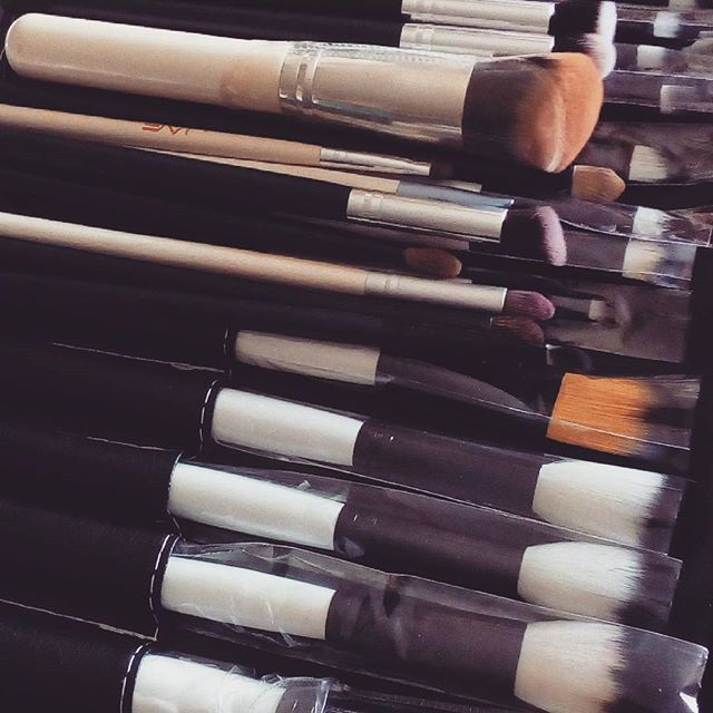 Working... #brushes #makeup #makeupaddict #makeupartist #nashy #marykay #loreal #maccosmetic #makeupforever #foundation #eyeshadow #face #eyebrown #cinecittamakeup #work #peggysage #eyeliner #lips #smokeyeye