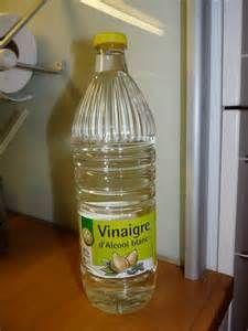 VINAIGRE BLANC MULTIUSAGE - Le vinaigre blanc (aussi appelé vinaigre d'alcool ou vinaigre cristal) est un nettoyant ménager redoutable et très bon marché. Composition, utilisations, erreur à ne pas commettre... un spécialiste nous rappelle l'essentiel...