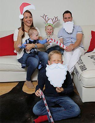 Tee kuvaussessiosta perheen yhteinen hauska juttu vaikkapa jouluisilla naamareilla. Kuvassa käytetyt tonttulakit, poronsarvet ja parrat voit tallentaa ja tulostaa itsellesi täältä: http://www.ifolor.fi/inspire_5_vinkkia_parempiin_joulukorttikuviin