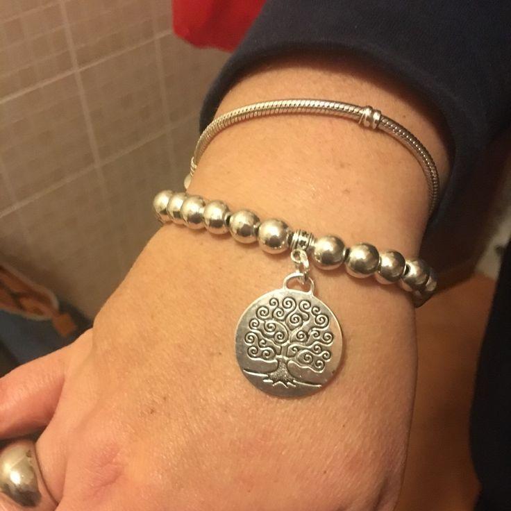 Bracciale in argento tibetano e charms