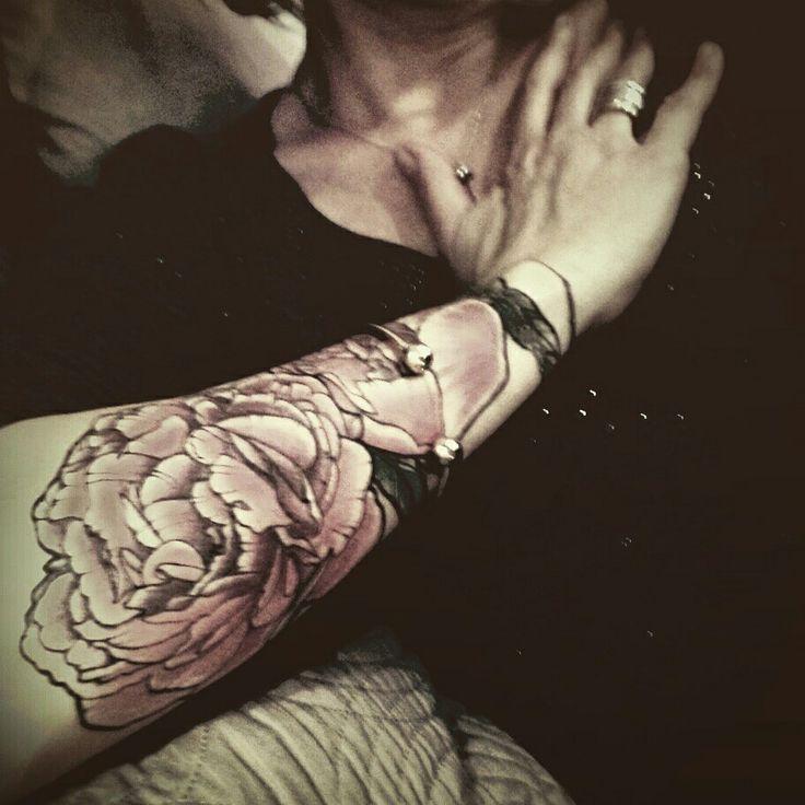 #Pivoine #peonie #tatoo #tatouage #aixenprovence #arm #bras