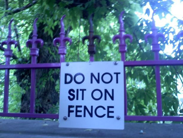 : Fence Signs, Signs Humor, Funny Signs, Funny Lol, Don'T Worry, Around The World, Silly Signs, Funnysigns, Creative Signs